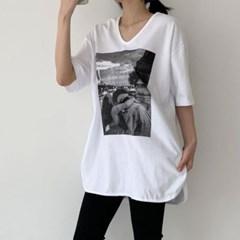 봄 오버핏 U넥 인물사진 흑백 프린팅 트임 박시 롱반팔티