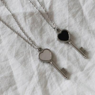 써지컬스틸 자개 원석 오닉스 하트 열쇠 펜던트 목걸이 (2color)