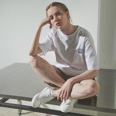 [베러댄88] W112MW 체스트아치 백로고 티셔츠 우먼 모노화이트
