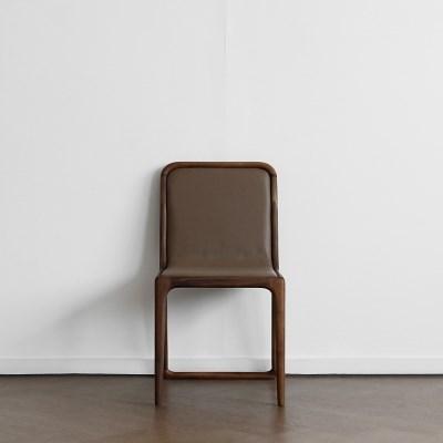 [헤리티지월넛] V형 의자 카푸치노_(1754801)