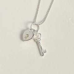 anne lock & key necklace