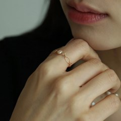 baby baroque pearl ring