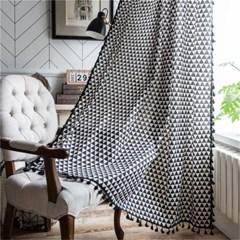 인테리어 거실 창문 가리개 커튼 블랙트라이앵글 패턴