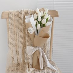 화이트 튤립 로맨틱 감성 꽃다발