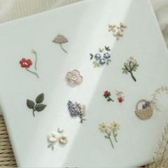 기초스티치로 완성하는 12가지 꽃자수 액자