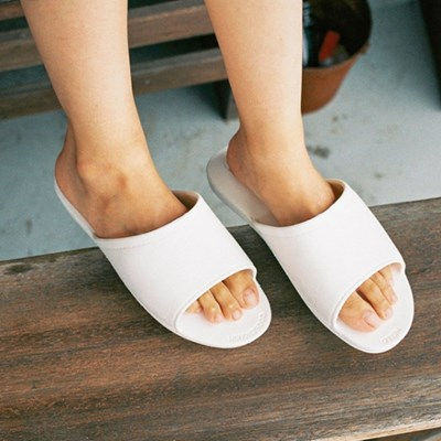 THE PLASTIC SHOES [WHITE]