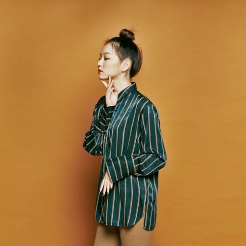 [유라고] Satin suede stripe blouse