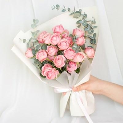 핑크빛 장미 꽃다발