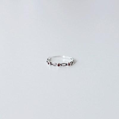Vintage garnet ring (빈티지 실버 가넷 반지) [92.5 silver]