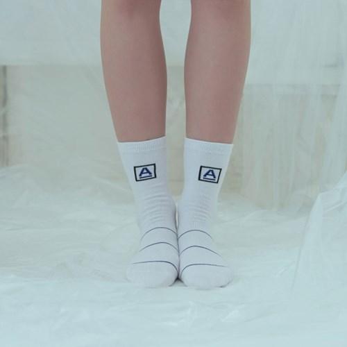 [어나더프레임]A-FRAME BLUE LINE SOCKS (WHITE)_(812607)