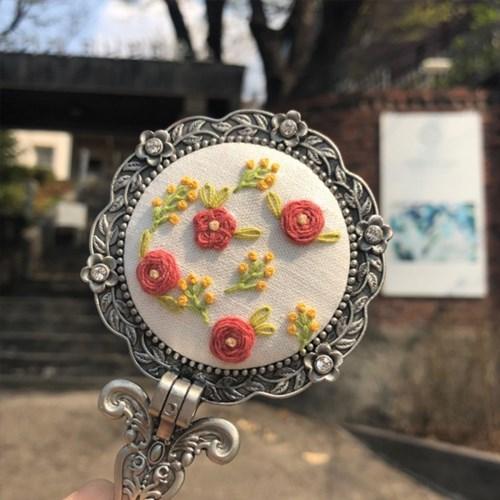[텐텐클래스] (혜화) 꽃실로 만드는 프랑스자수 손거울 원데이클래스
