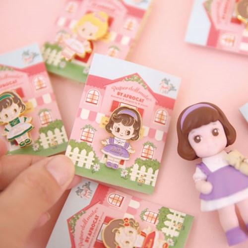 Paper doll mate Pin-badge