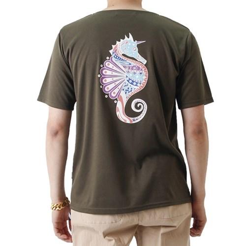 (UNISEX) Seahorse Graphic Short Sleeve T (KHAKI)_(1410688)