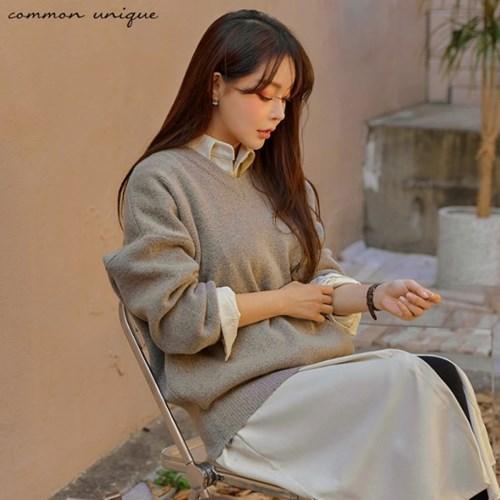 [커먼유니크] 모스틴 V 넥 루즈 핏 니트_(1570404)