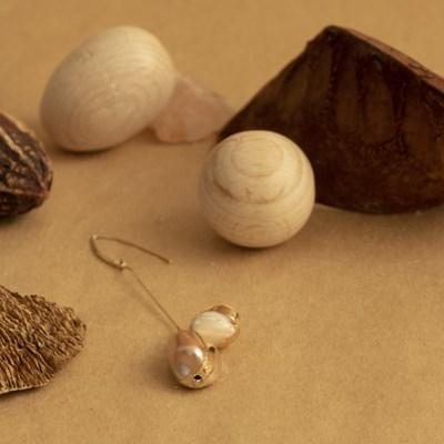 brown caramel earrings