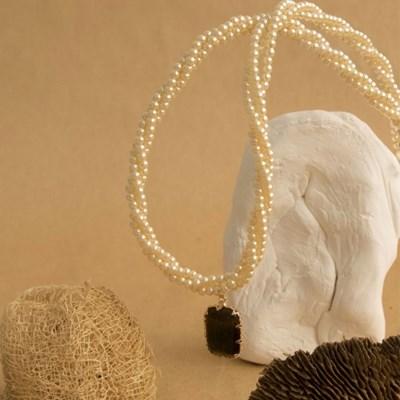 cream caramel necklace