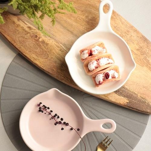 원형 후라이팬 접시