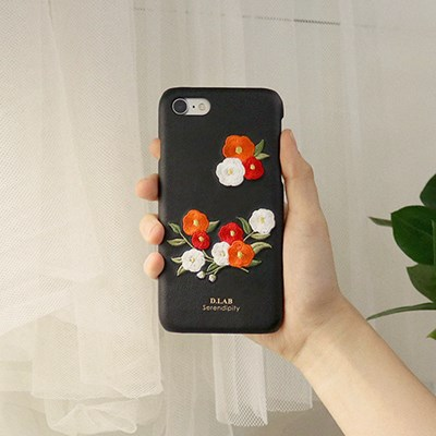 D.product edition 동백꽃 자수 아이폰 케이스_(939471)