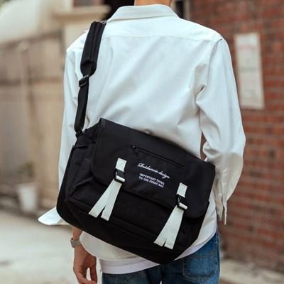 CLAP CLAP MESSENGER BAG (BLACK/WHITE)_(1238131)