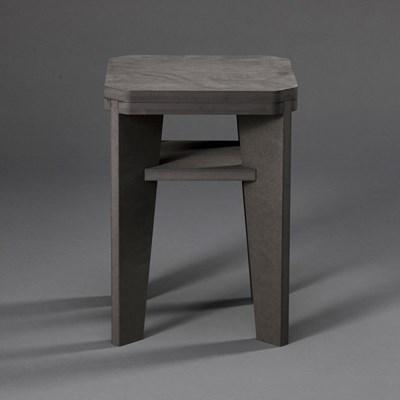 A 스툴 (A stool)