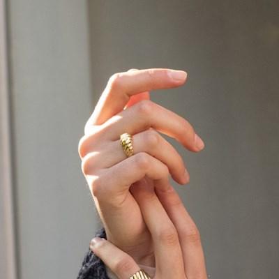 Diagonal Ring M size (Gold)