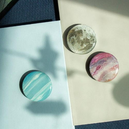 그려낸 내안의 우주 그립톡 스마트톡