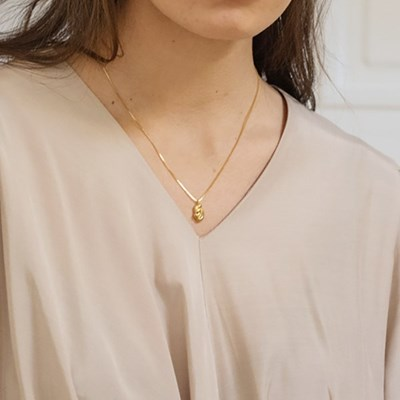 Soft Pattern Small Necklace