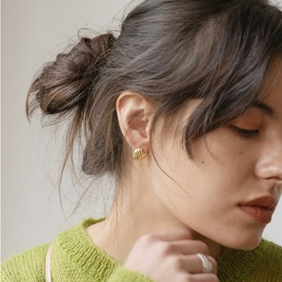 Circle Button Earring (Gold)