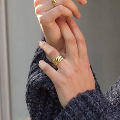 Bulging Ring (Gold)