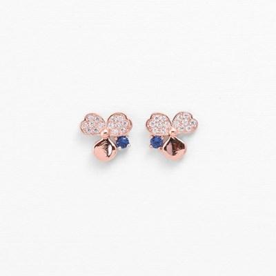 [쥬디앤폴] 비주 사파이어 블루 크리스탈 세잎크로버 귀걸이 E51430