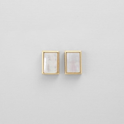 [쥬디앤폴] 라피네 렉탱글 자개 포스트 귀걸이 E51449