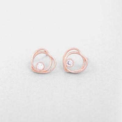 [쥬디앤폴] 슈니 라운드 앤 하트 크리스탈 귀걸이 E51431