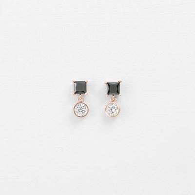[쥬디앤폴] 힐다 블랙 스퀘어 크리스탈 포인트 귀걸이 E51426