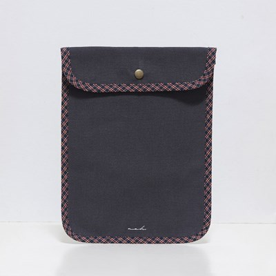 Signature tablet pouch - charcoal