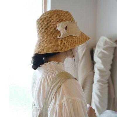 코르사주 라피아 버킷햇 : Corsage raphia bucket hat