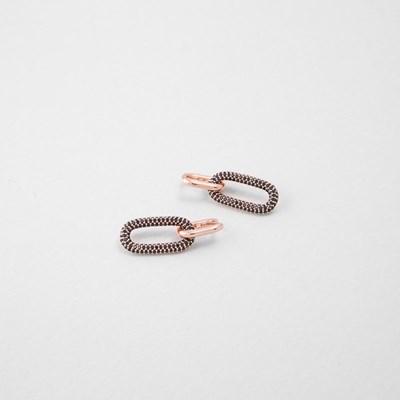 [쥬디앤폴]디아망 커브 블랙 크리스탈 드롭 귀걸이 E51394