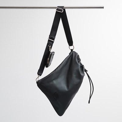 FENNEC LEATHER SLING BAG - BLACK