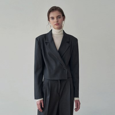 ONE BUTTON SET-UP CROP JACKET_CHARCOAL