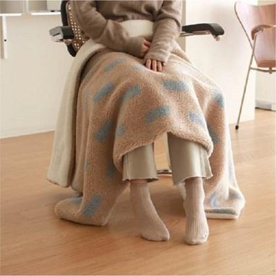 Cozy Holiday Blanket_peanut mocha