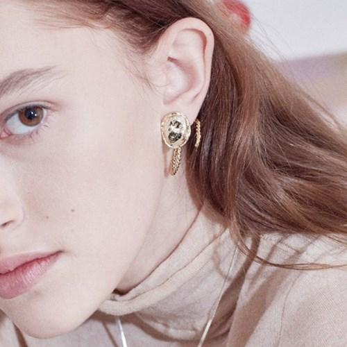 Soft Oval Twist Earring