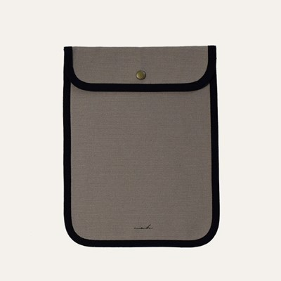 [solid] Signature tablet pouch - tan