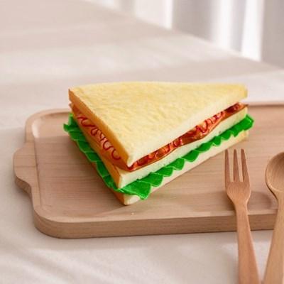 샌드위치 모형