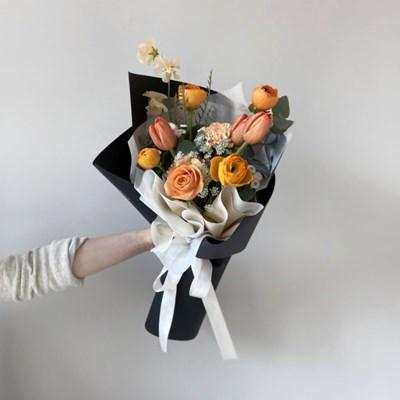 [생화] 톡톡튀는 오렌지 러넌큘러스 튤립 꽃다발 (택배 불가능)