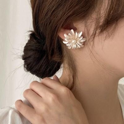[귀찌가능] 빅 꽃 화이트 핑크펄 진주 웨딩촬영 귀걸이