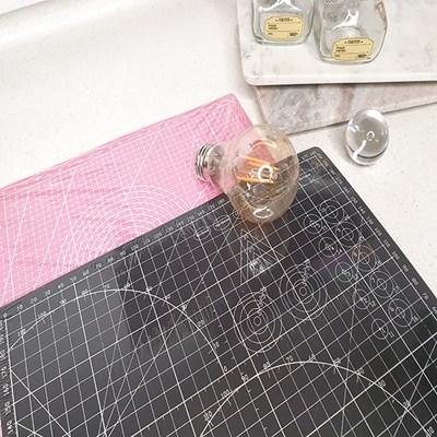 컷팅이 쉽고 바닥을 손상시키지 않는 다용도 컬러 커팅 매트
