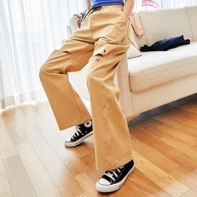 [프리키쉬빌딩] PEEK SLIT LONG PANTS ㅡ BEIGE
