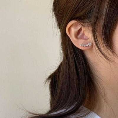 [귀찌가능] 귓볼 라인 큐빅 날개 웨딩촬영 실버침 귀걸이