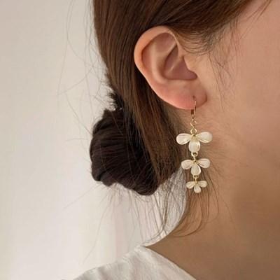 [귀찌가능] 꽃 모양 플라워 롱 드롭 웨딩 봄 원터치 귀걸이