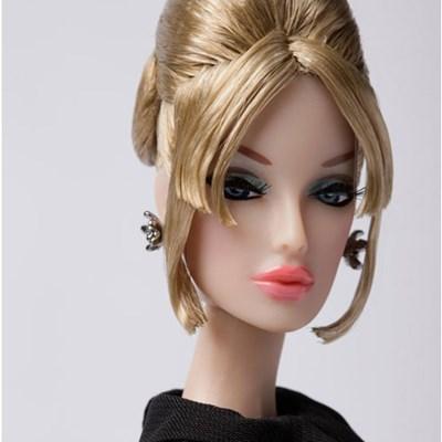 Echelon FR: Monogram™ Dressed Doll