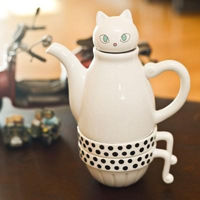 티포투 - white cat